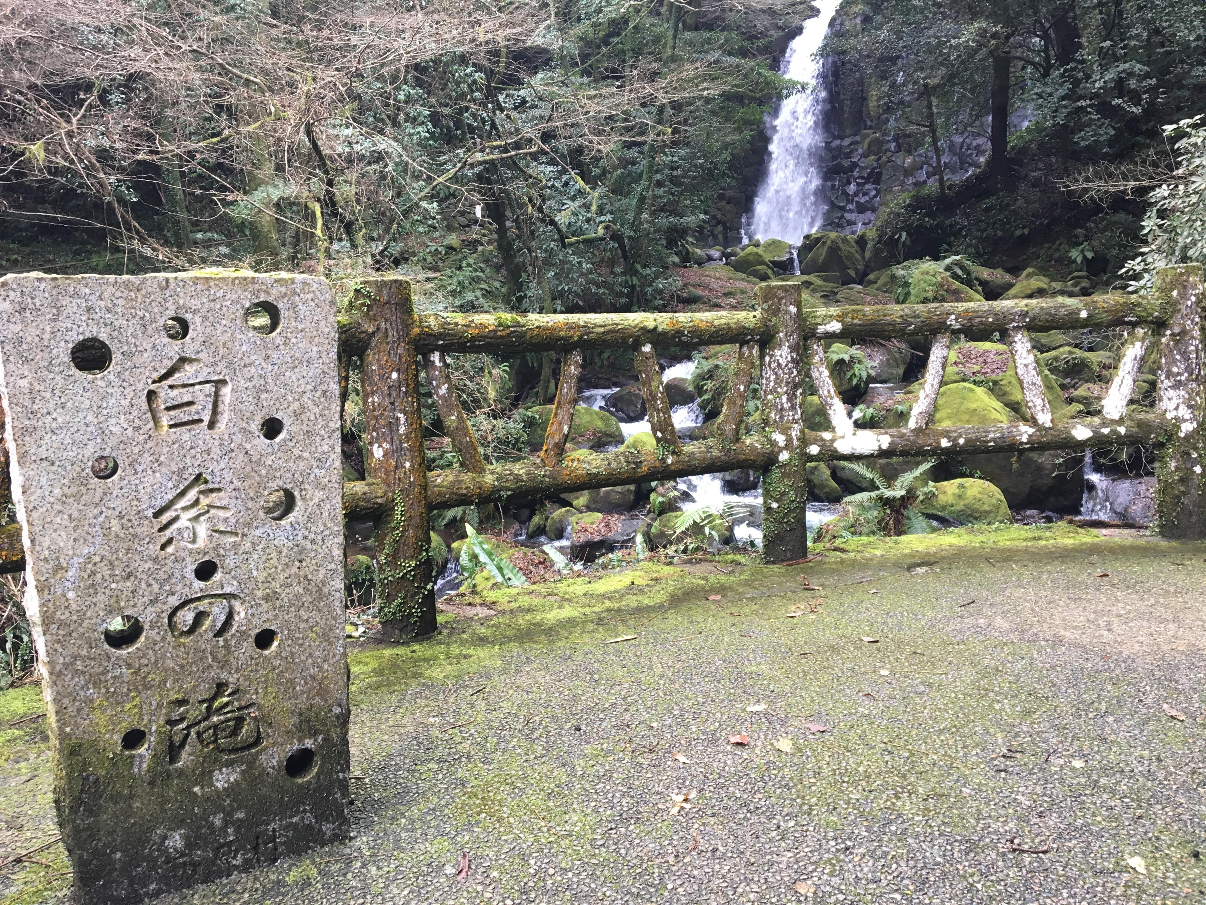 【白糸の滝】冬でも楽しめるスポット!アクセス、滝周辺の様子を紹介
