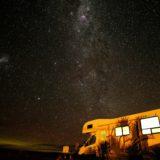 キャンピングカーと夜景