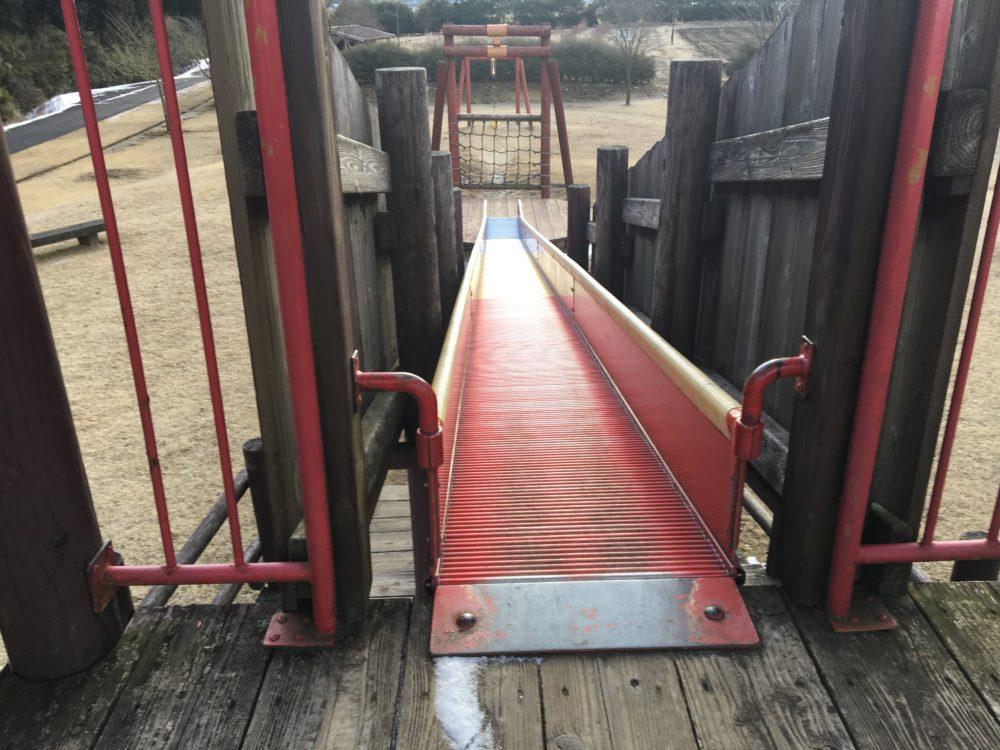 ローラー式滑り台