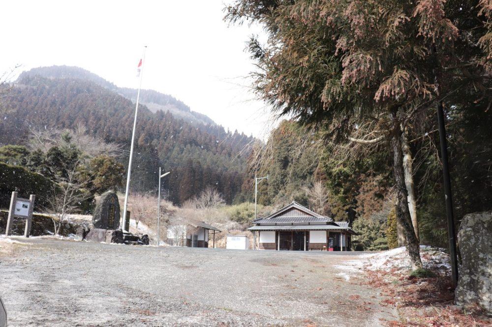 国造神社駐車場