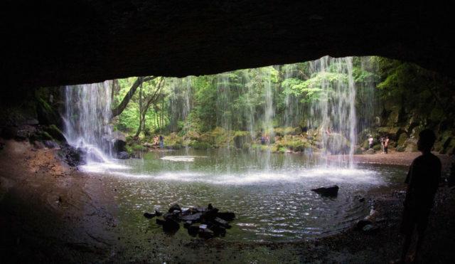 鍋ケ滝の裏