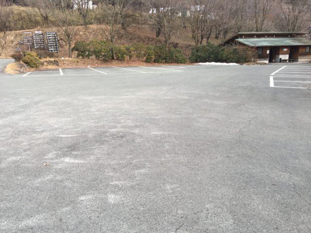 池山水源の駐車場