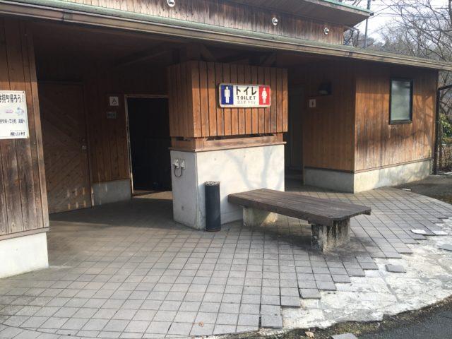 池山水源のトイレ